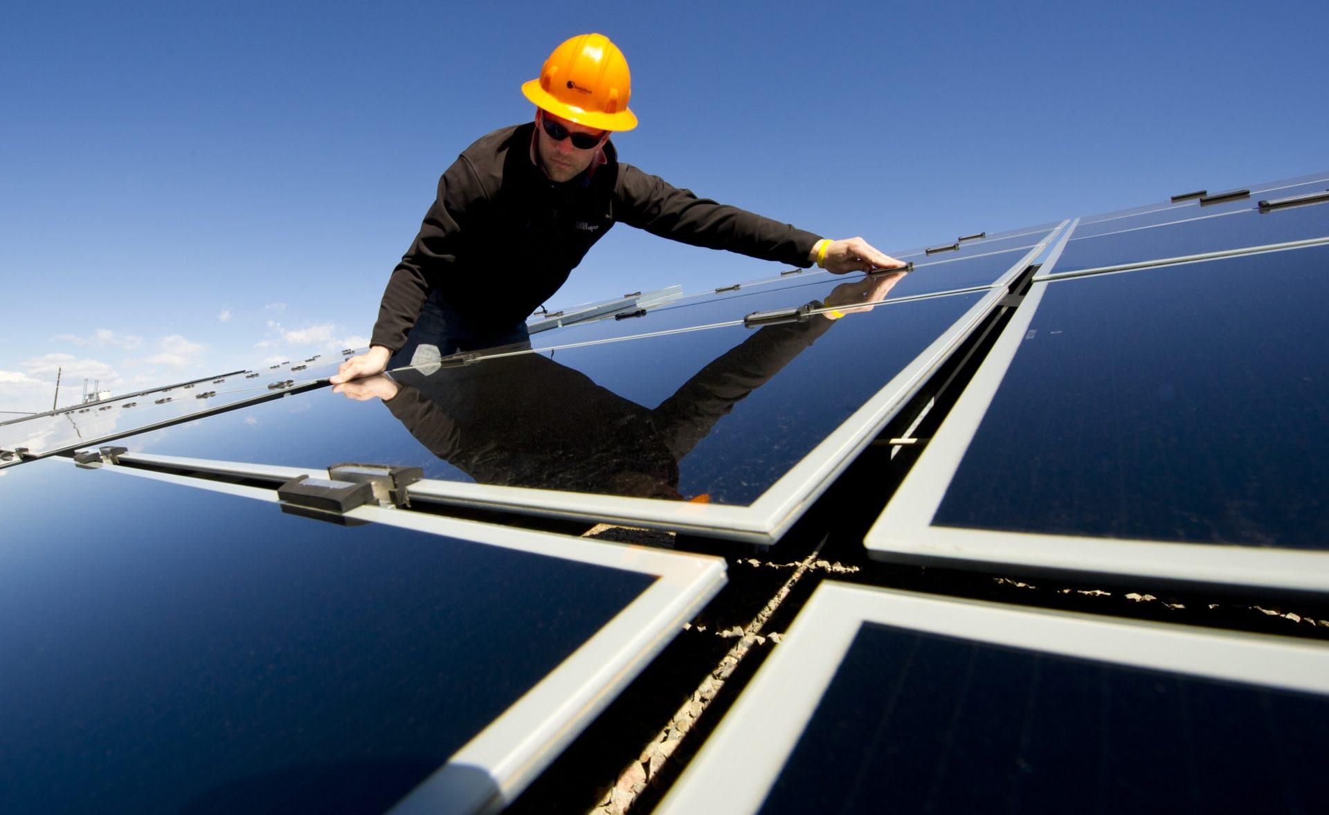 Hoe zonnepaneel reinigen
